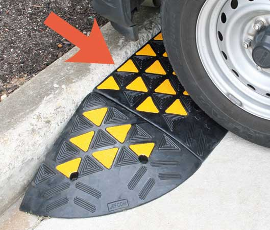 Kerb Ramp - Rubber Body HI VIS 100mm (H) x 320mm (D) x 610mm (W)