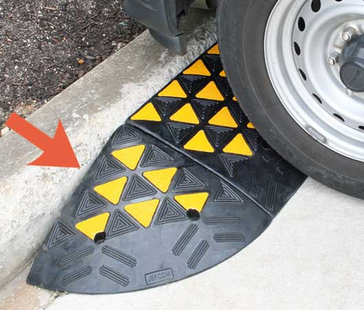 Kerb Ramp - Rubber End Cap HI VIS 100mm (H) x 310mm (D) x 310mm (W)