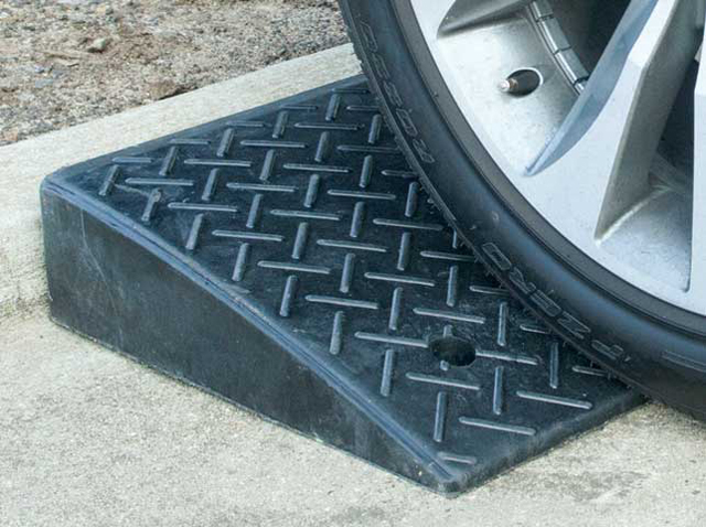 Kerb Ramp - Rubber 110mm x 430mm x 480mm
